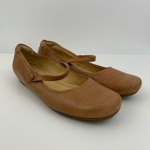 Ecco Tan Leather Mary Jane Flats Comfort Shoes